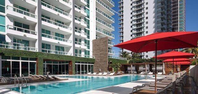 pool-the-bond-on-brickell_lipstickandchicspaces.com.jpg