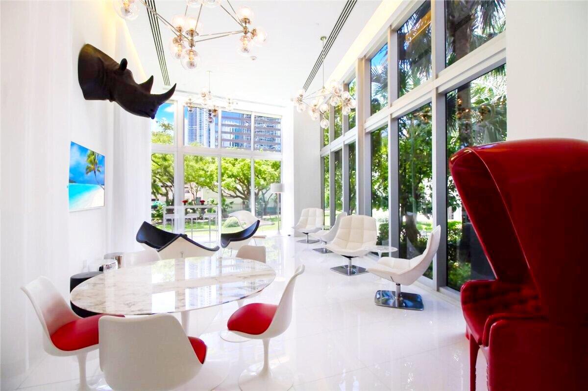lounge-icon-brickell_lipstickandchicspaces.com.jpg