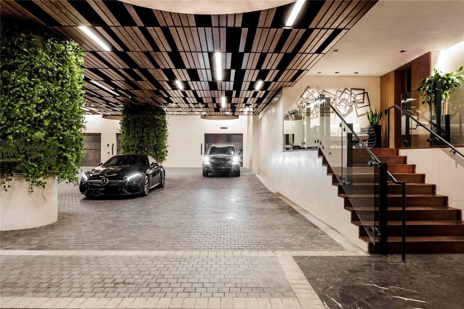 porte-cochere-echo-brickell-entrance-valet_lipstickandchicspaces.com.JPG