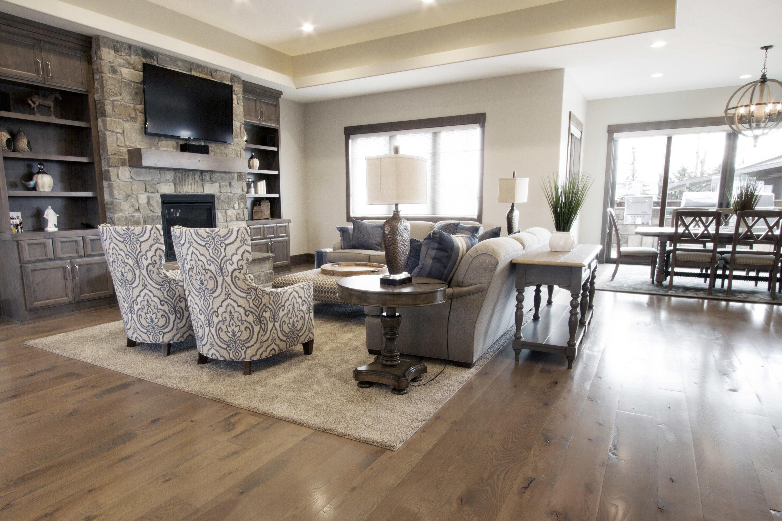 merrill-oak-livingroom-kitchen.jpg