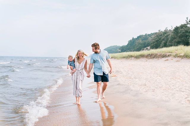 Happy Saturday, friends! This beautiful beachside family is up on the blog! Can't wait for you to check it out (link in profile).