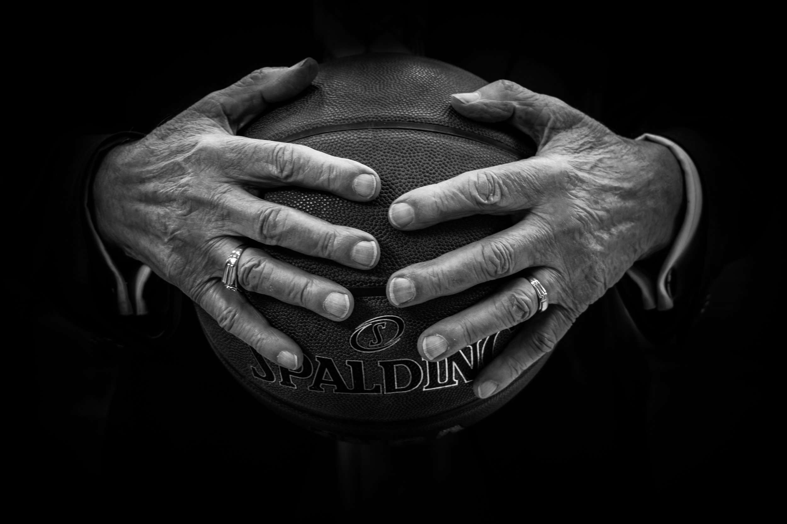 https://unsplash.com/search/basketball?photo=coeiB8klMaE