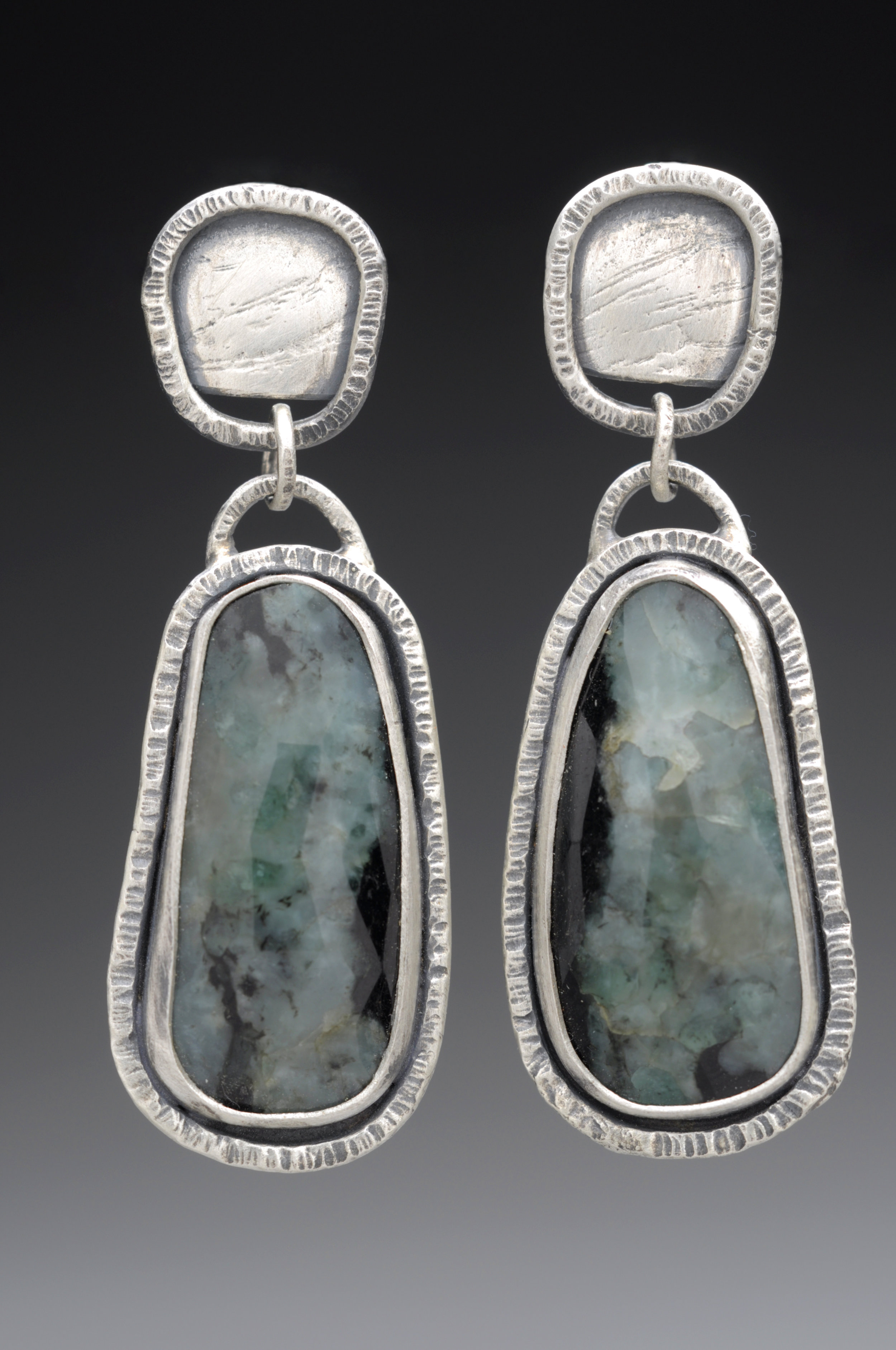 Emerald Texture Earring Anita.jpg