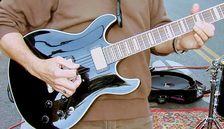 Edward Dee and Espri guitar 1.jpg