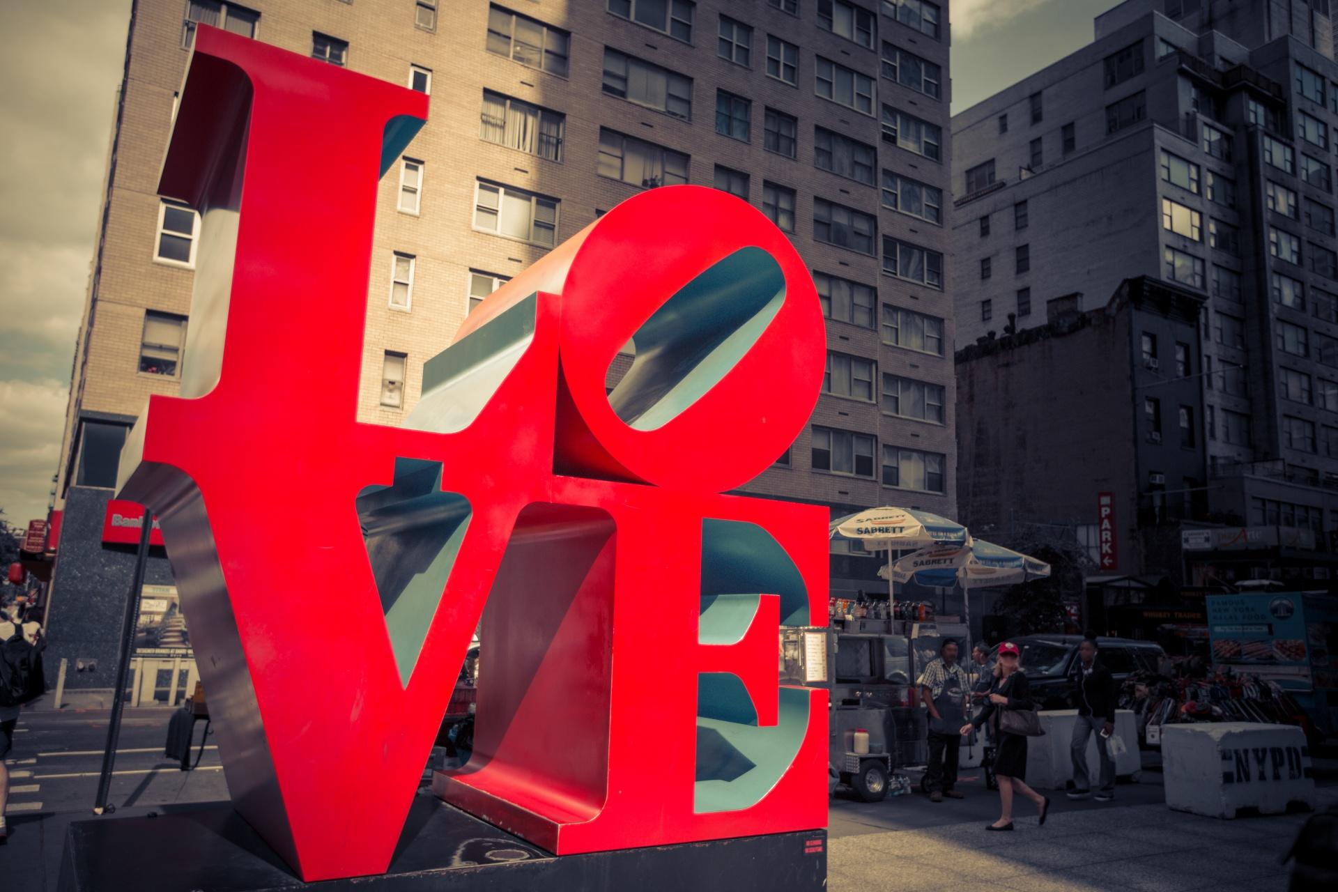 love-sculpture-1506356466qyT.jpg