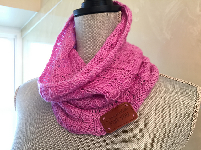 knitgrl.jpeg
