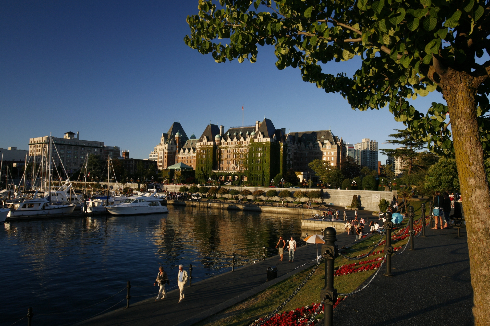 Architect Francis Rattenbury designed the Fairmont Empress Hotel, which opened in 1908.