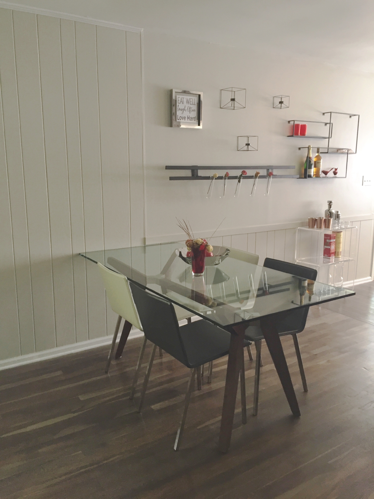 Entertain Me - Dining Space