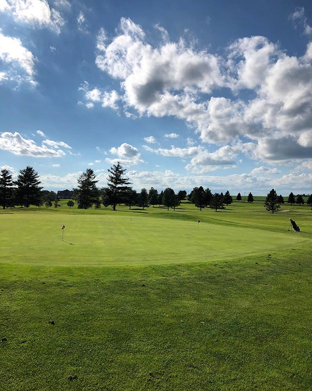Have a wonderful Saturday golfers!! Spend your weekend @foxridgegolfclub ☀️ #dikeiowa #foxridgegolfcourse #golfer #golffun #saturdaygolf #golfweekend #golf #beautifulgolfcourses #beautifulgolf