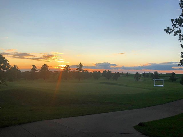 Weekend coming to an end..means starting a fresh new golf week!! Make your way over to the course this week & enjoy @foxridgegolfclub specials !✨✨#foxridgegolfcourse #golffun #weekendgolfer #weeklygolf #dikeiowa #beautifulgolfcourses #sunsetgolf #sundaysunset #sundaygolf #golfspecial #summergolf #golf⛳️ #sundayfunday