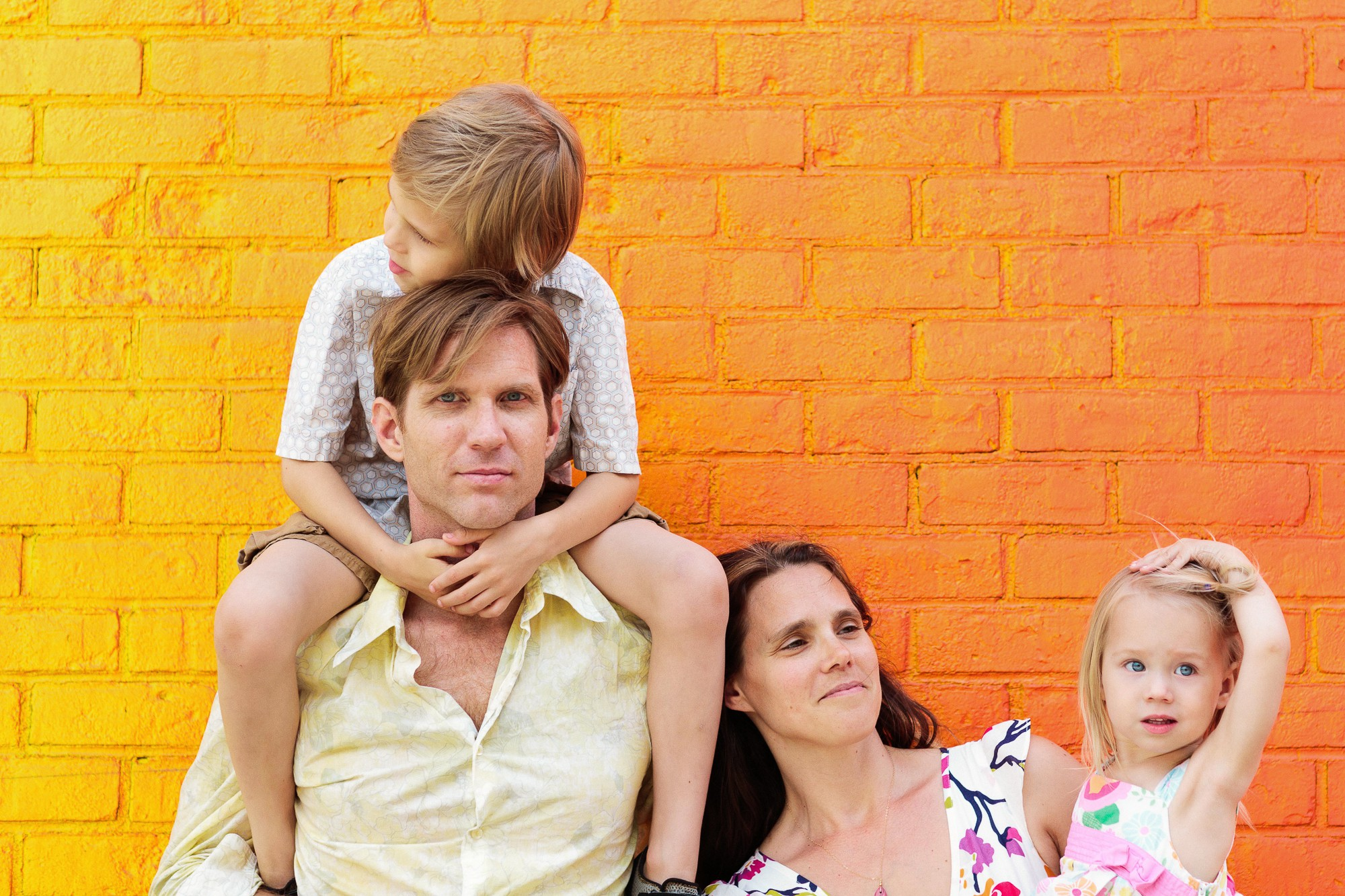 lifestyle family photo session in dumbo brooklyn