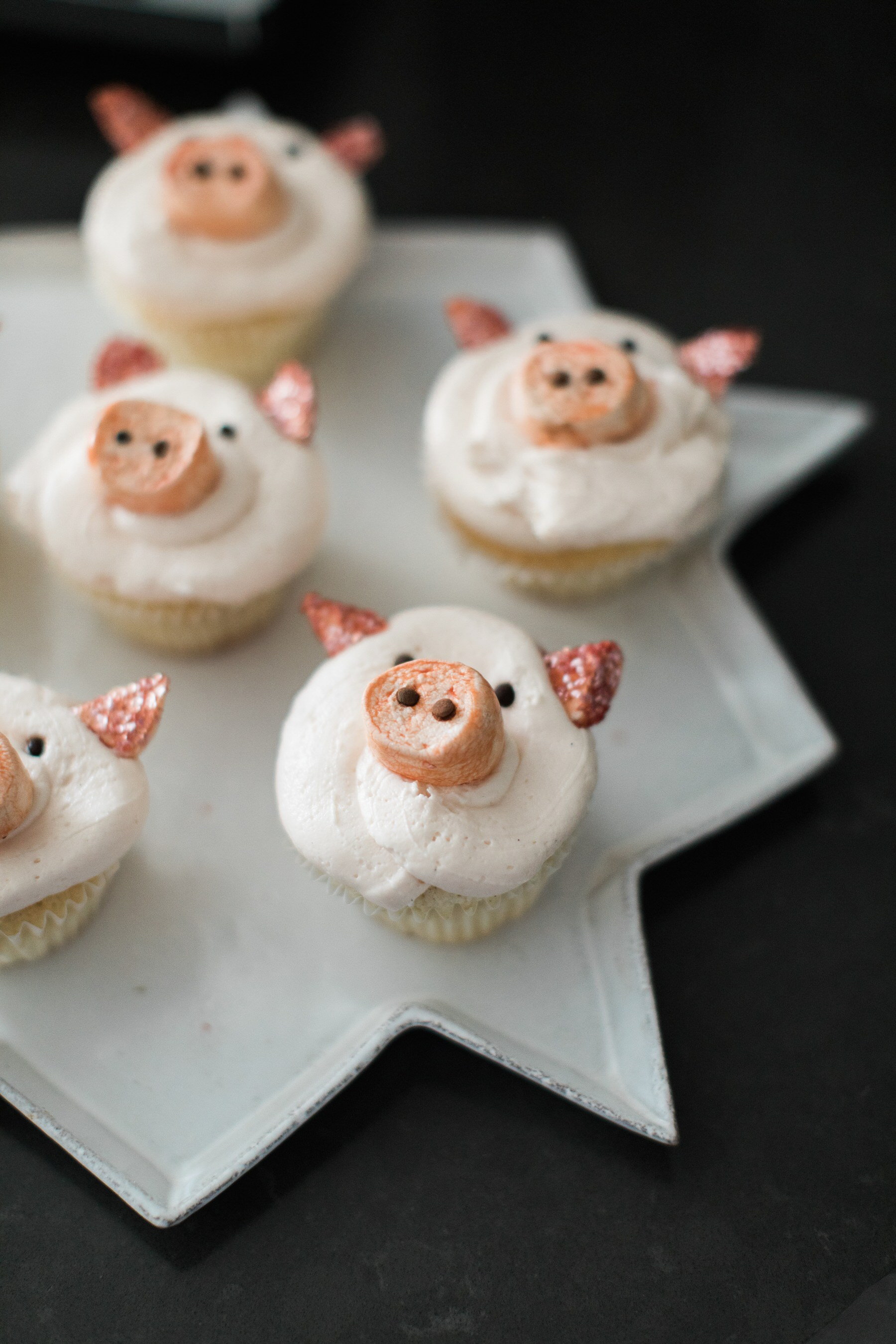 pig-themed-cupcakes