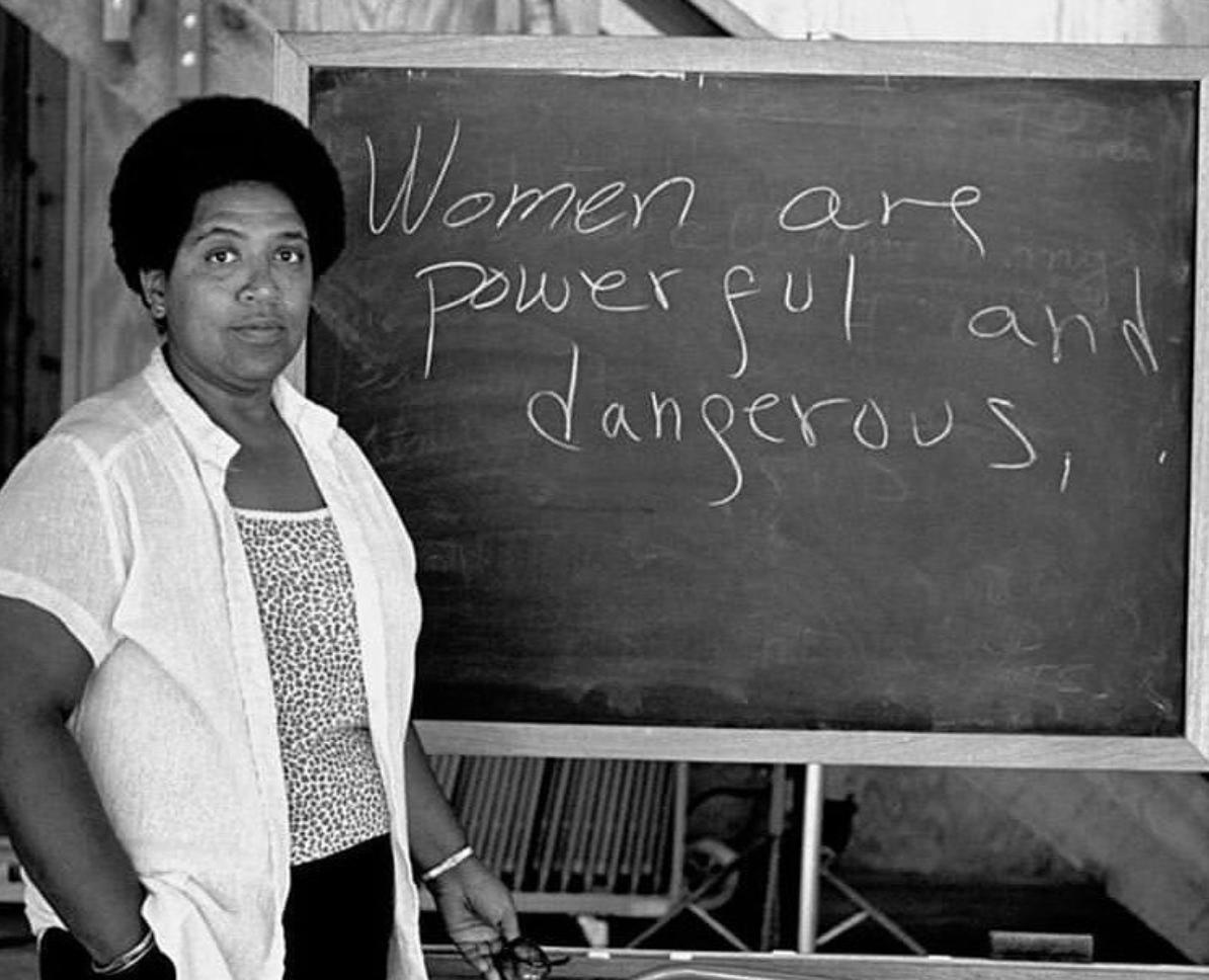 Fra  Kvinde Kend Din Historie : Audre Lorde (1934-1992) Forfatter, feminist, menneskerettighedsforkæmper og lesbisk.