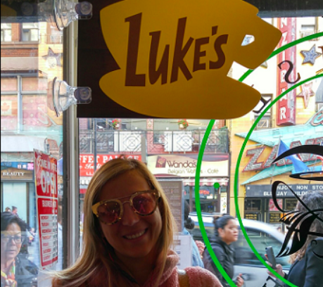'Gilmore Girls' pop-up shops have Toronto fans lining up fora taste - Fans of the television series 'Gilmore Girls' were able to get a taste for what it's like to grab a coffee at a diner featured on the show.