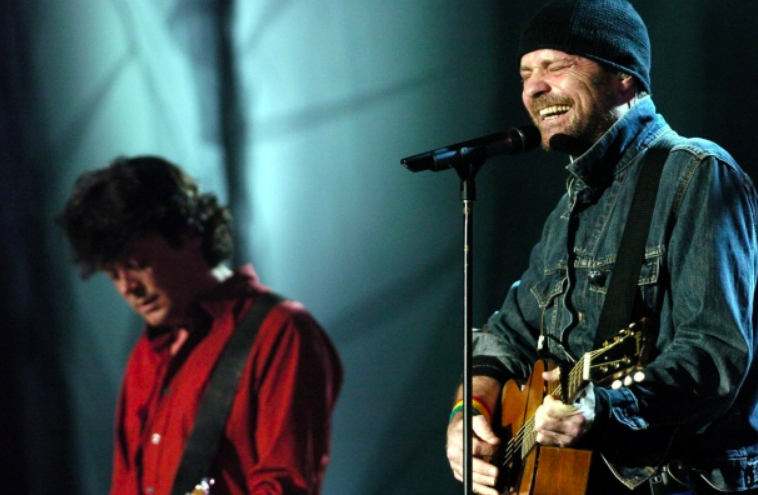 Gord Downie gets support from Toronto's music scene after cancer announcement - Tragically Hip lead singer and songwriter Gord Downie told fans on Facebook about his brain cancer diagnosis Tuesday morning and social media erupted with messages of support.
