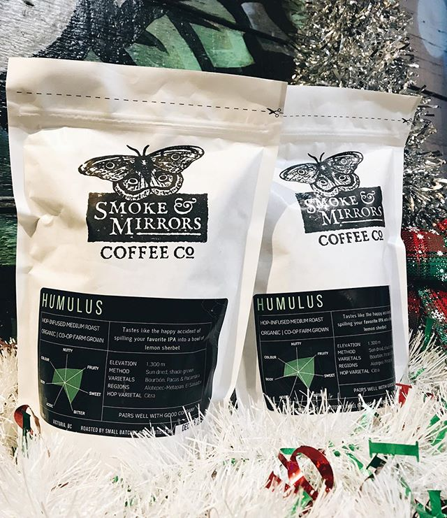 Have someone on your 🎄list that you want to get something especially delicious for? Me neither. But for a limited time you can get your own hands on Humulus ☕️🔋 - a dry hopped coffee limited release 🍺 Available only at Phillips Brewing & Malting Co. Get ready to treat yourself (or somebody you like, whatever, do what you will) to an IPA/coffee cross over 👀💚 #tistheseason #yyjcoffee #dryhoppedcoffee