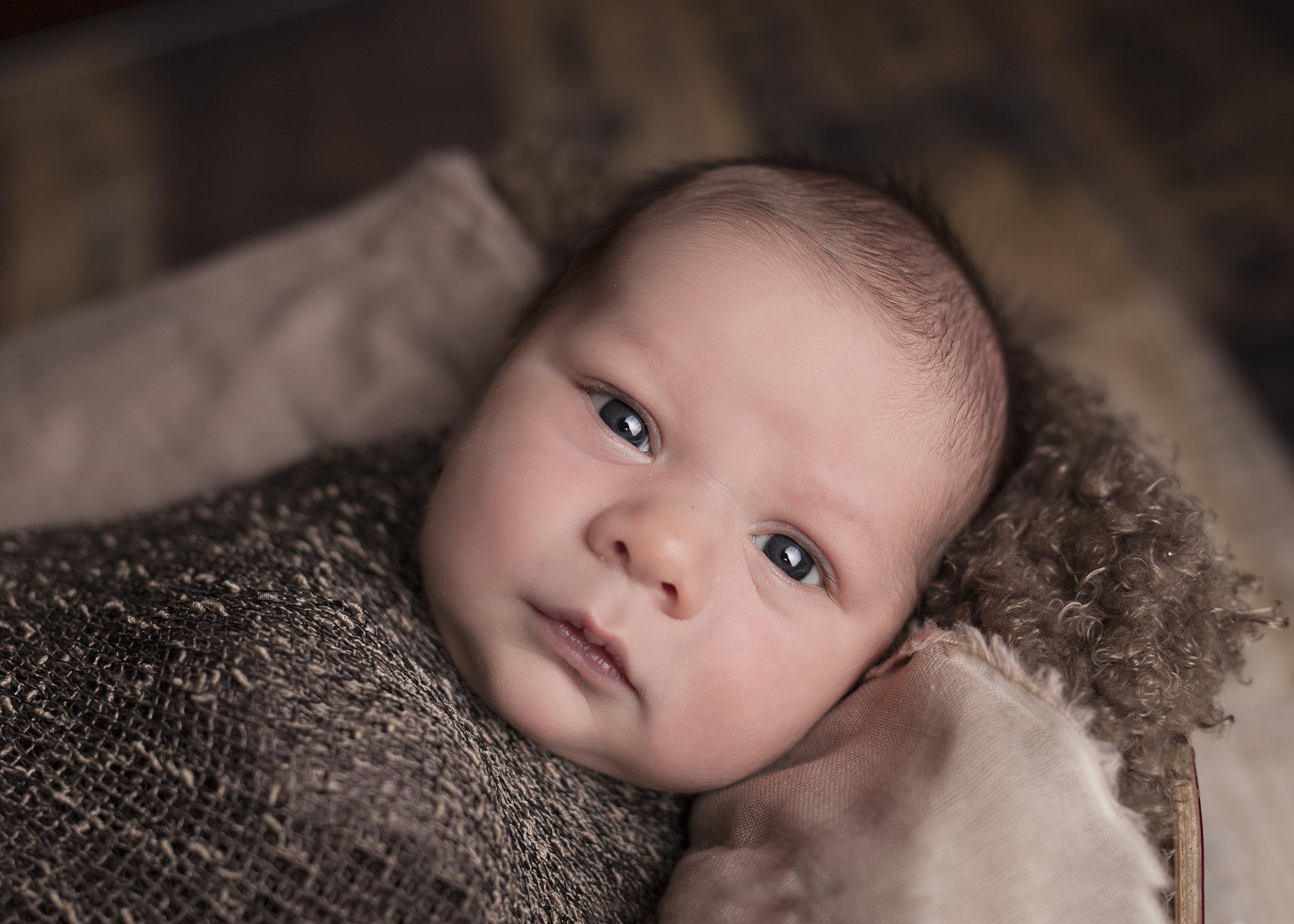 A generic newborn photograph