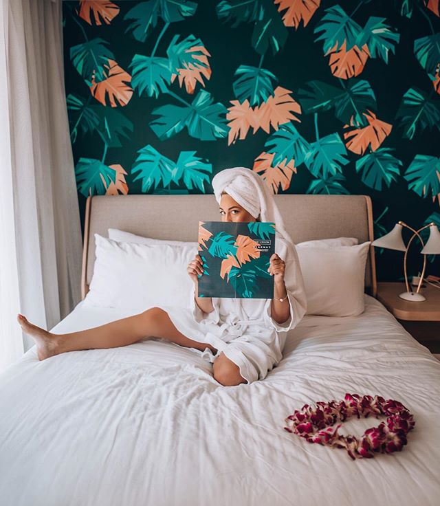 Aloha 🌺 really missing my second home right about now! Who is down for an adventure to Hawaii? I could use a little R & R at the @laylowwaikiki right about now! 📷 : @meg_legs