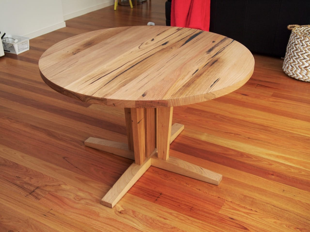 Round table1 small.jpg