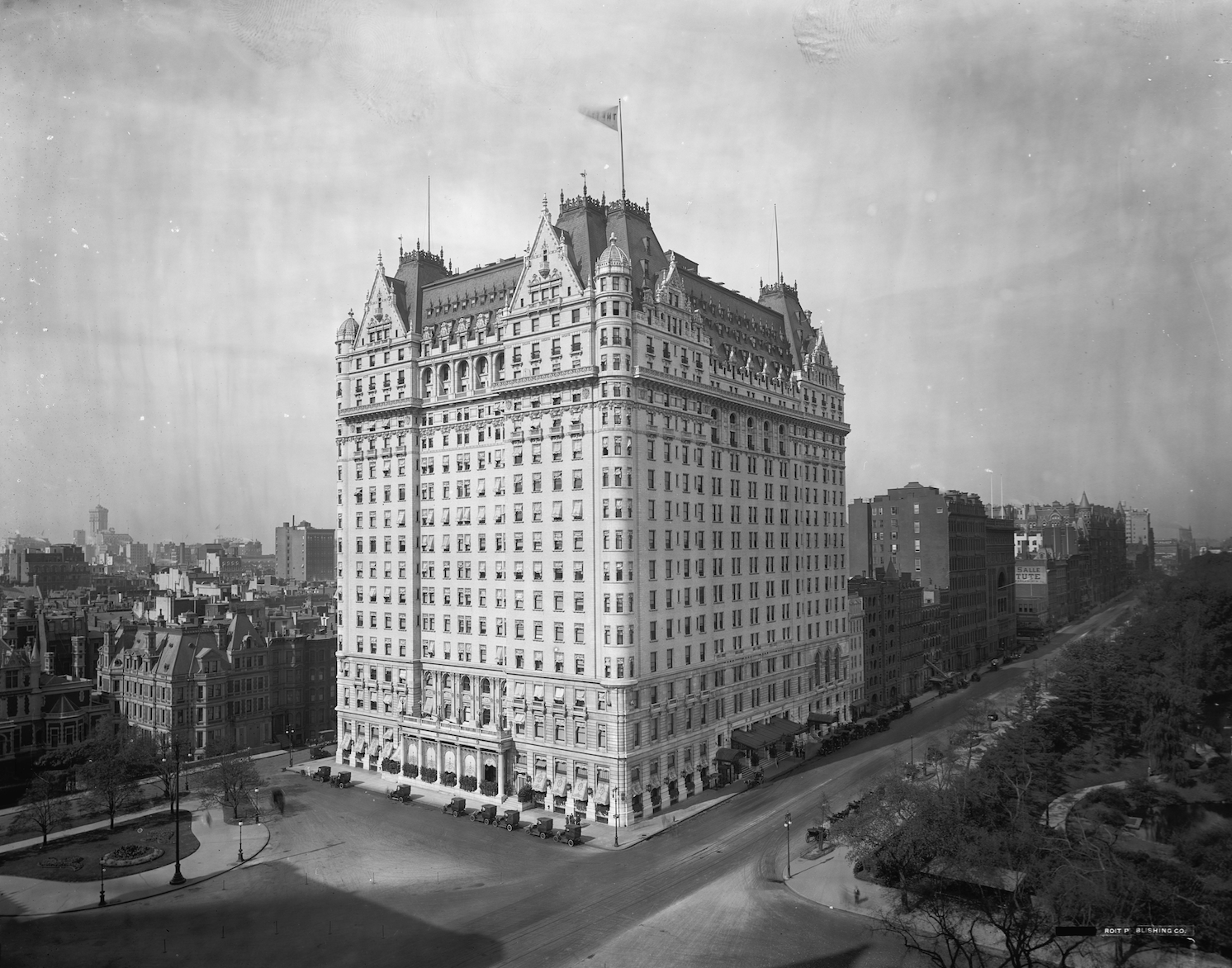 Plaza Hotel, New York City, architect Henry J. Hardenberg, 1907, view from northeast (photograph, c. 1910).  [Public domain. Courtesy of Library of Congress.]
