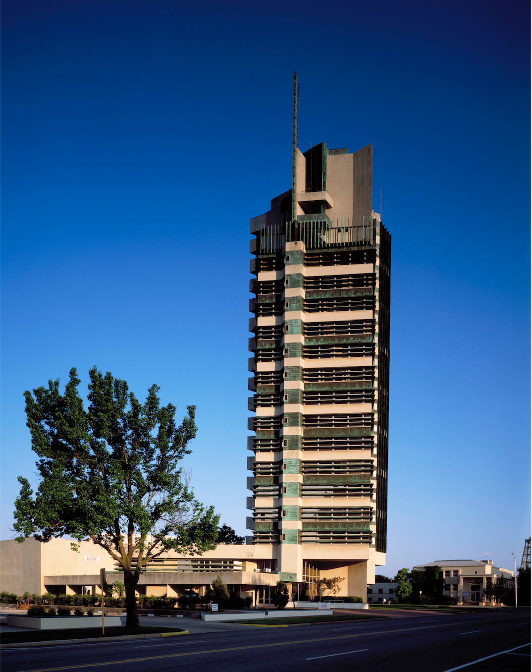 Price Tower, Bartlesville, OK, architect Frank Lloyd Wright, completed 1954.  [Public domain. Photographer Carol Highsmith, courtesy of Library of Congress.]