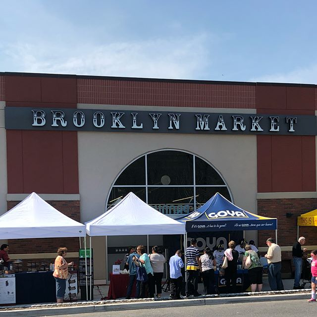 Brooklyn Market Now Open 🌿🌿🌿🌿🌿🌿🌿🌿🌿 #newellfarmlands #natural #fresh #organic #seasoning #healthyeating #flavor  #wholefoods #sodiumfree #glutenfree  #naturaleating #fancyfoods #craftfoods #wetrub #healthyliving #fitness #cleaneating #gym #wellness #family  #food #meals