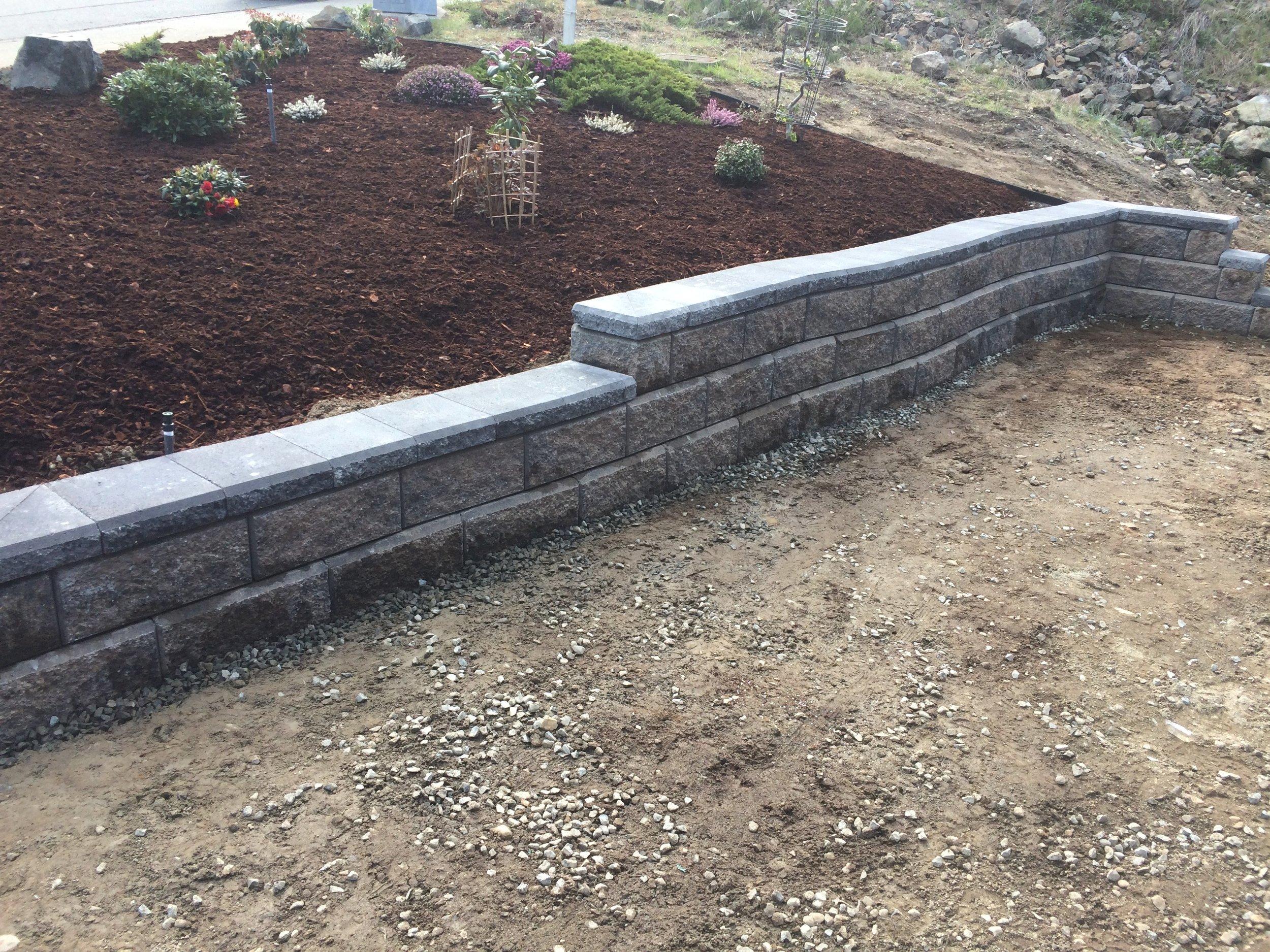 laguna way allan block wall - curved wall - jinglepot landscaping and irrigation