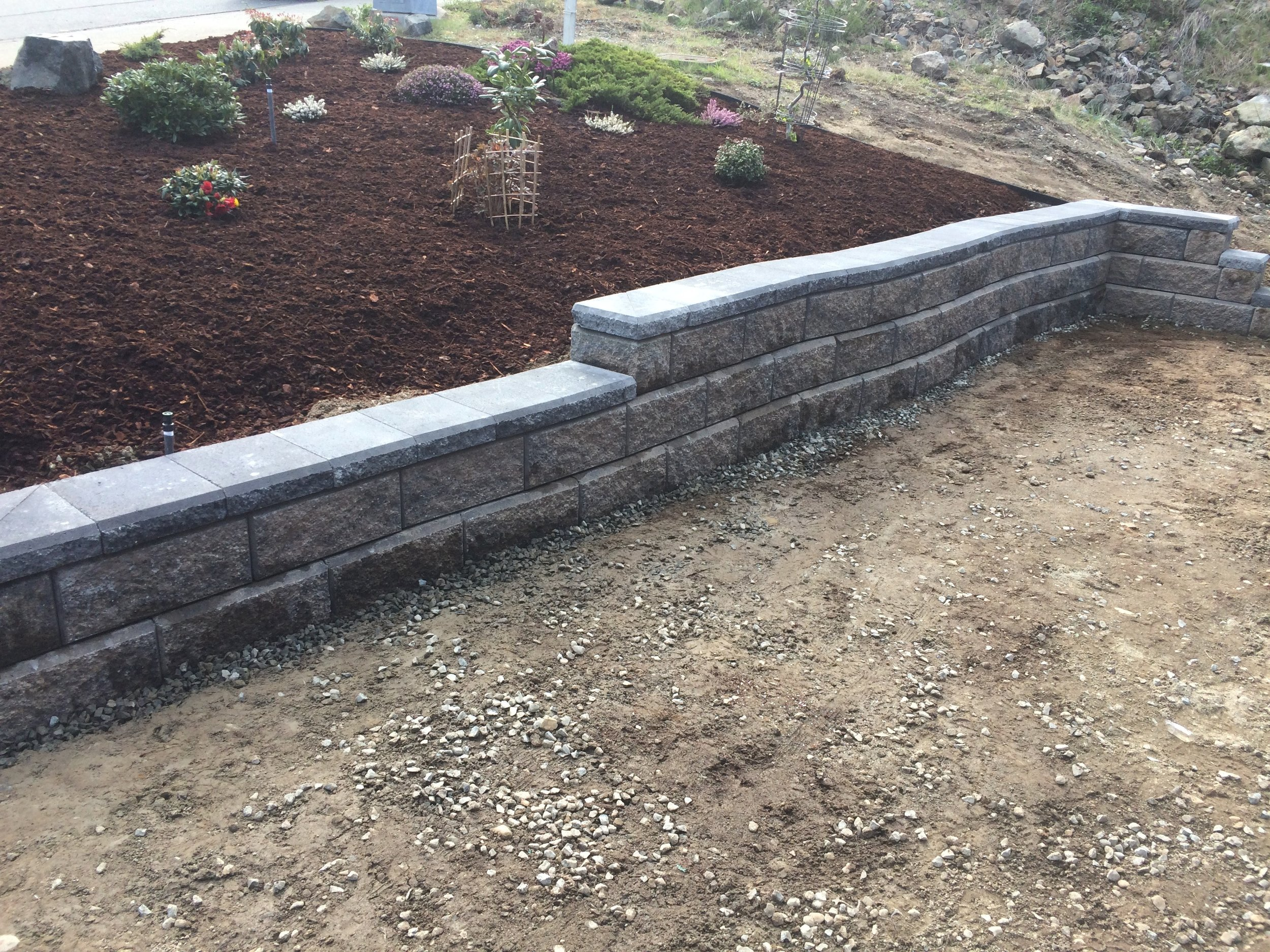 curved and tiered allan block - nanaimo landscaping