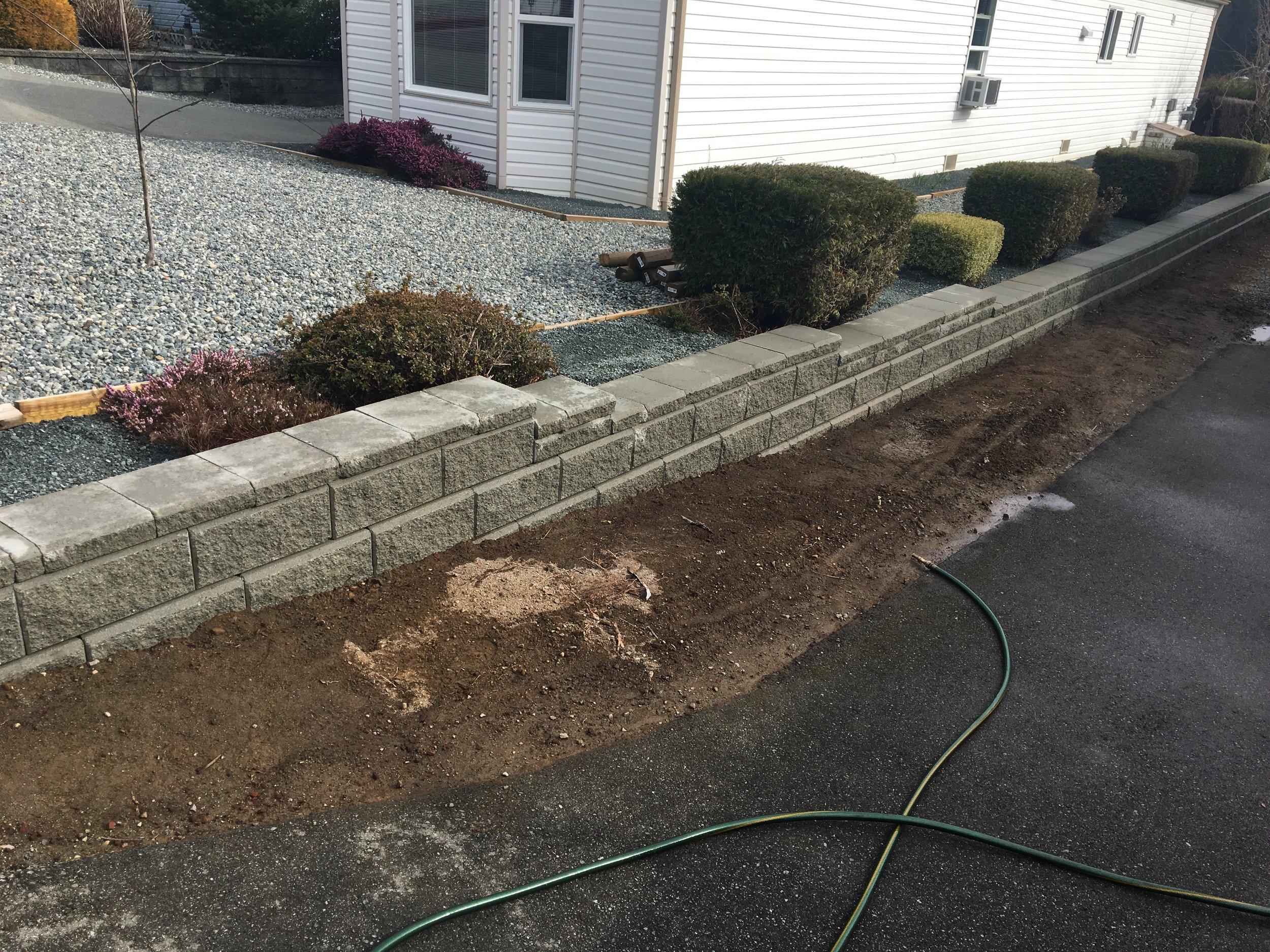Grey Allan Block Wall   Jinglepot Landscaping And Irrigation