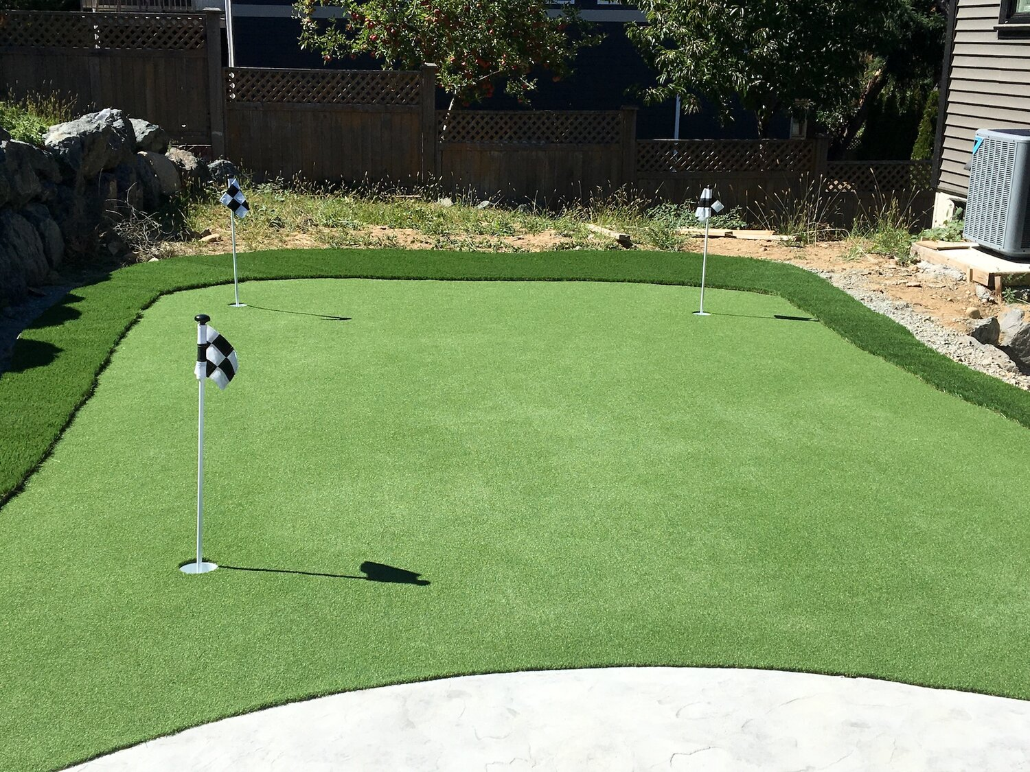 artificial putting green - nanaimo landscaping