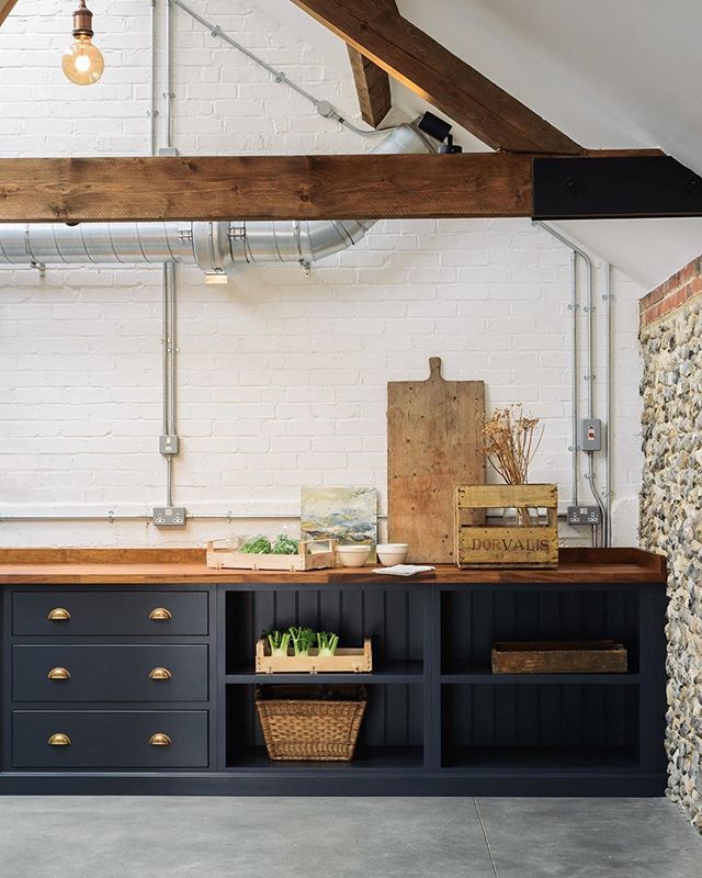 Came across this beautiful space today and I can't stop staring ✨ .... by @devolkitchens #aframehausinspiration
