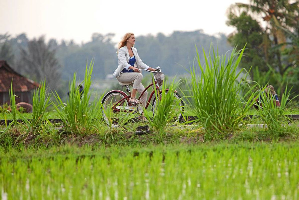 Solo travel Bali paddy fields, cycling ubud