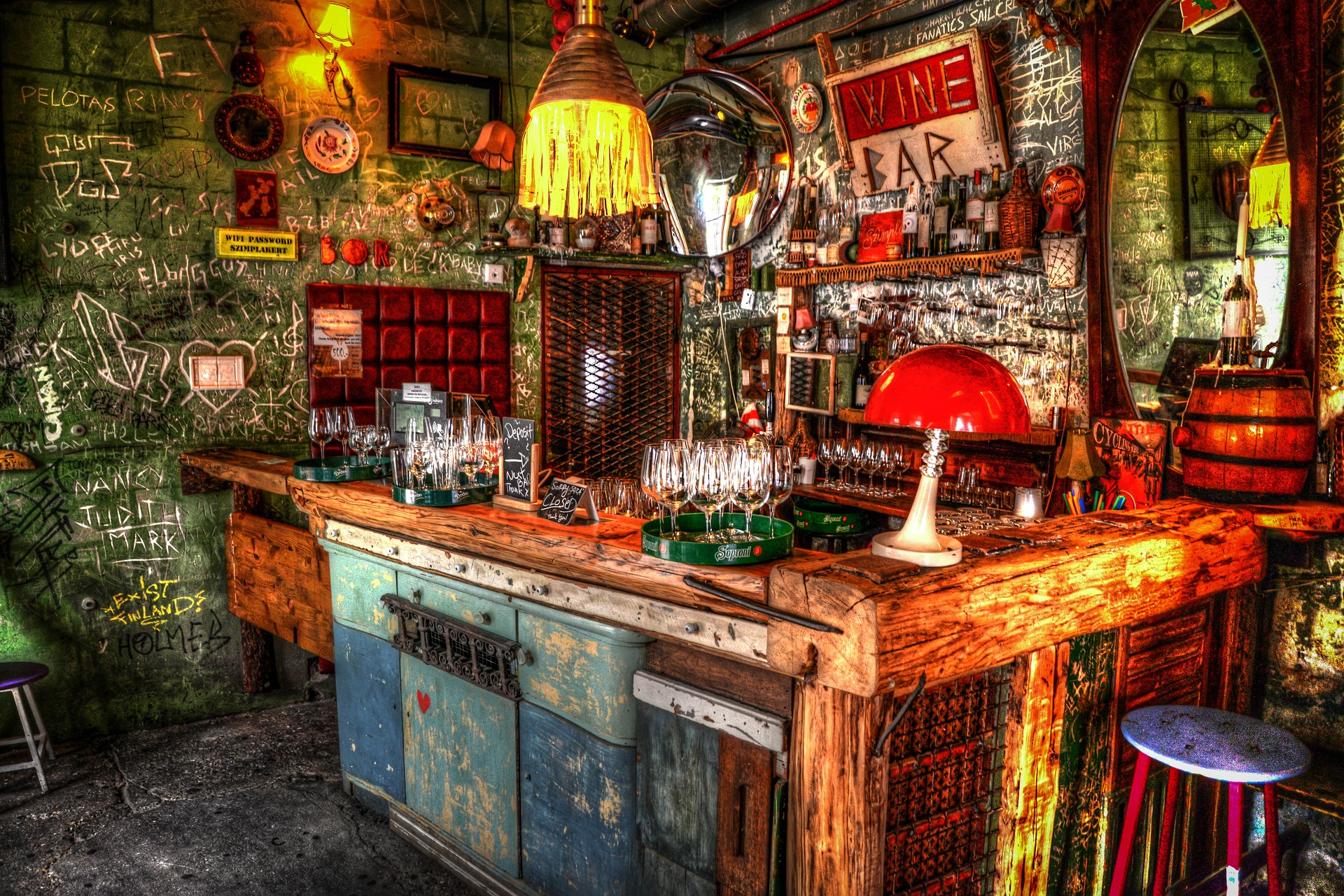Budapest ruin pubs to party
