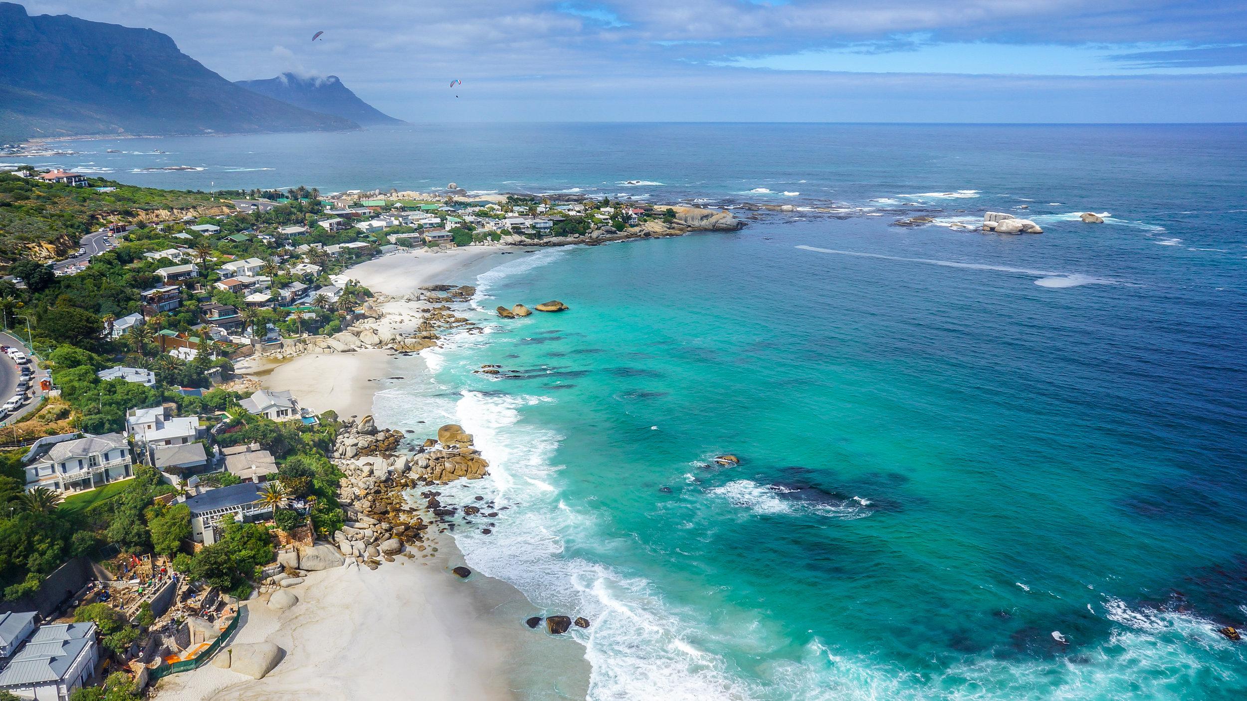 Clifton beach - Rangos magazinok rendre a világ legszebb strandjai közé választják a Cliftont, ahol a legnagyobb és legszebb házak és éttermek vannak, egy túrát mindenképpen megér.