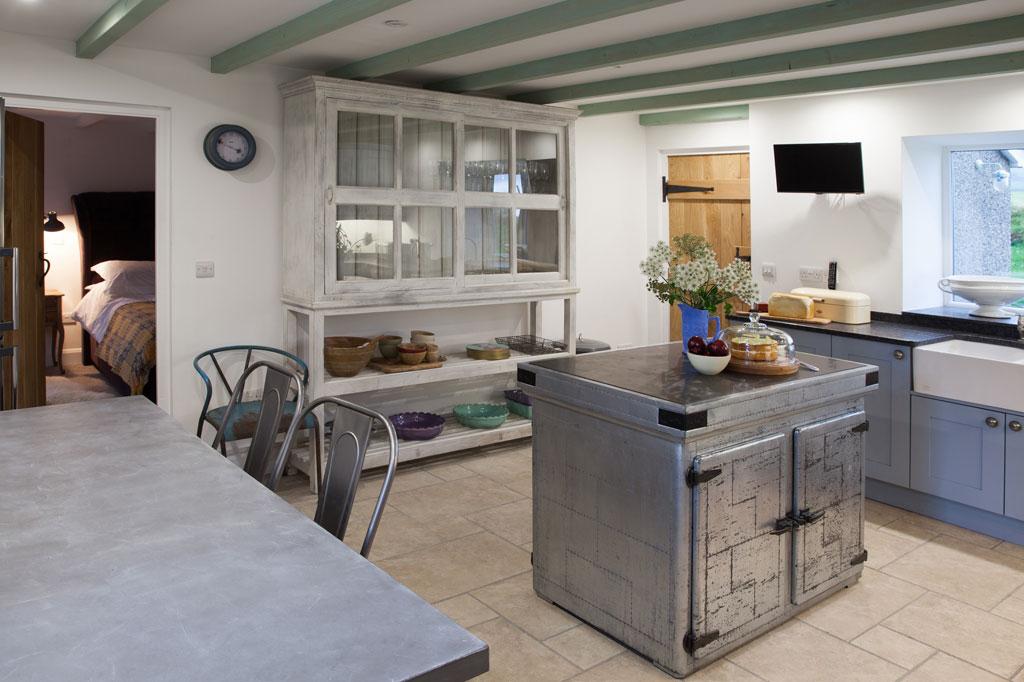 HenFelin-kitchen1.jpg