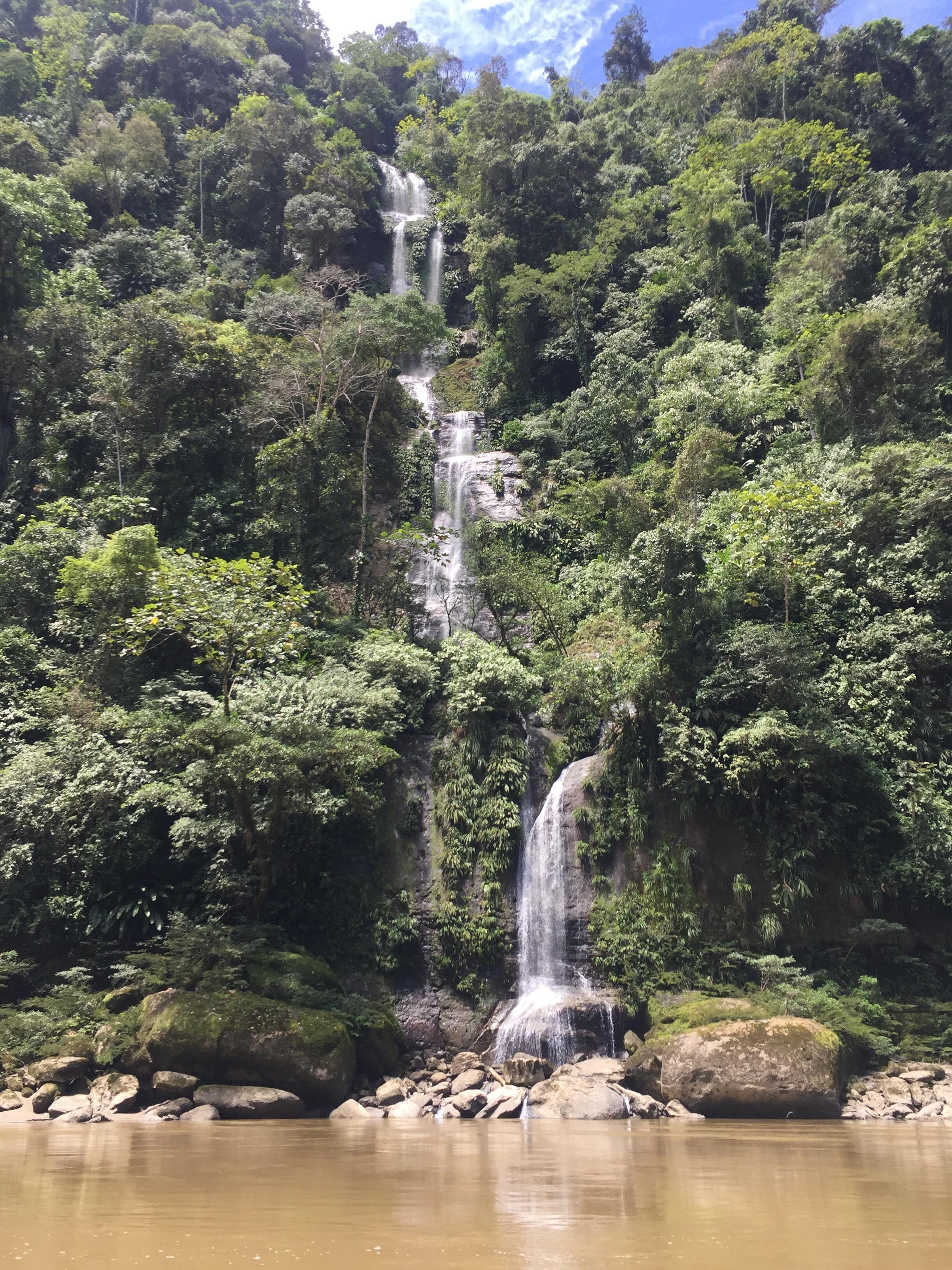 Coangos_waterfall_Goldlibrary.jpg