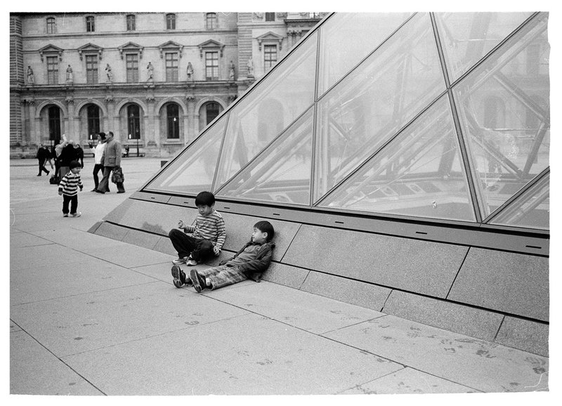 kids_at_the_louvre_by_photodan88.jpg