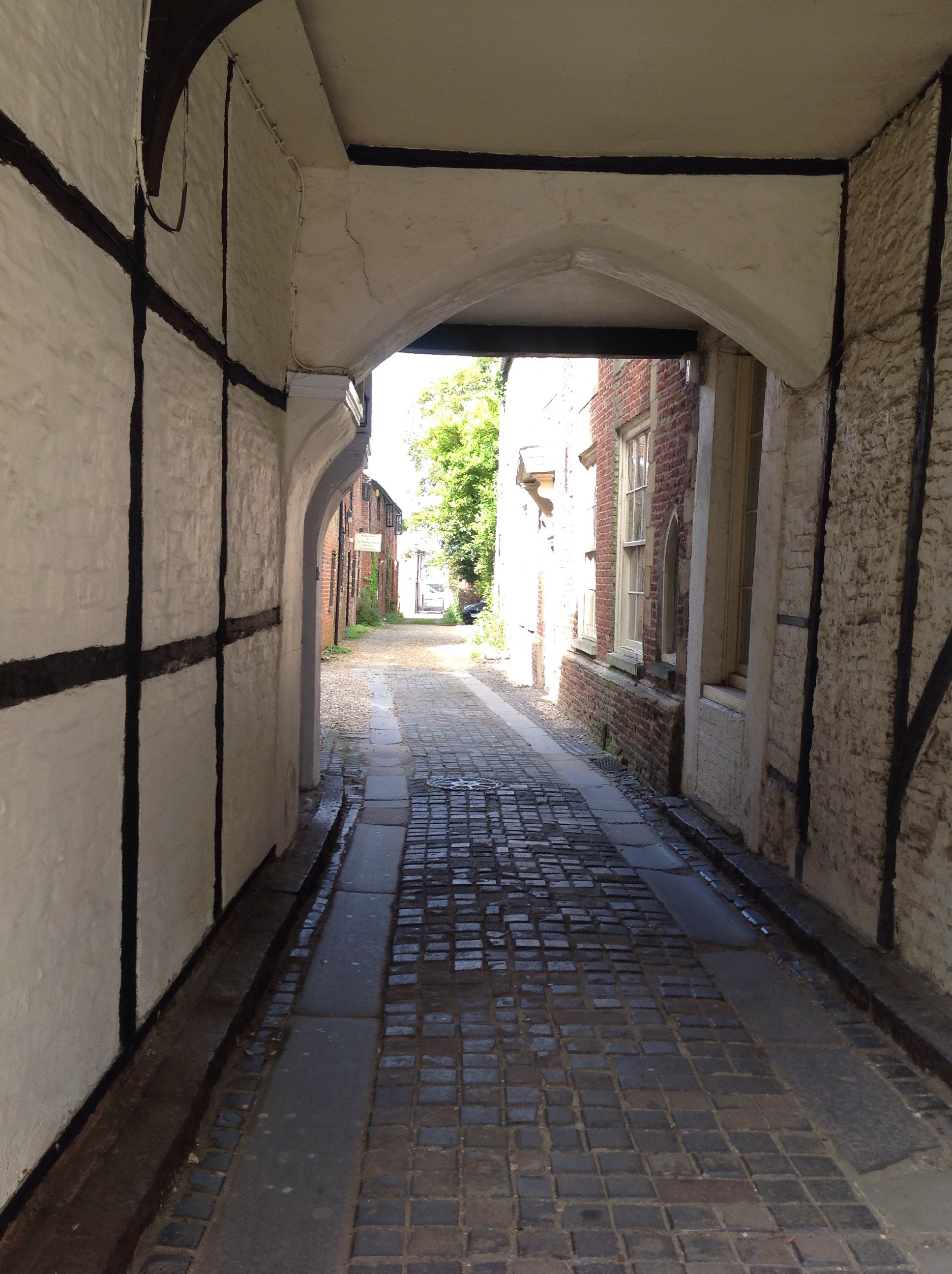 King's Lynn has many picturesque courtyards and alleyways especially between the houses leading to the quayside.