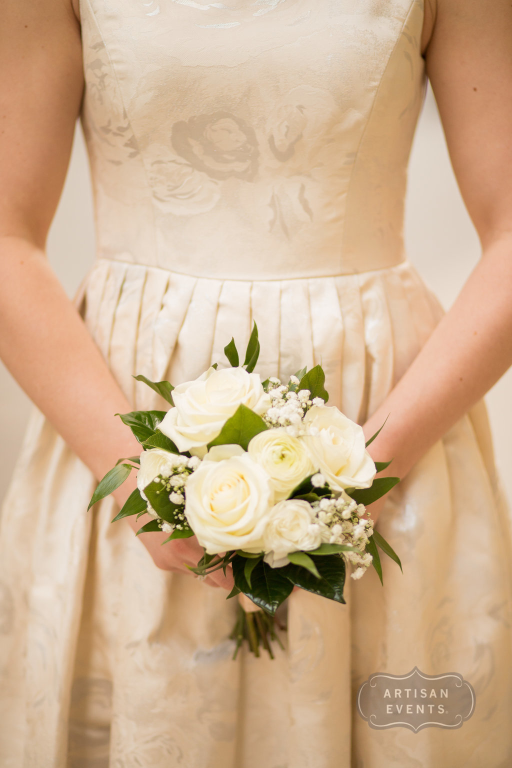 wedding dress, white and green bouquet, Chicago Cultural Center, Wrap It Up Parties
