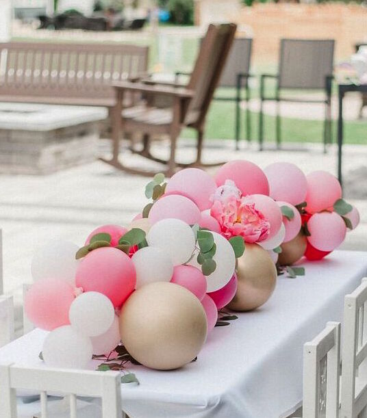 blog post pink balloon garland.jpg