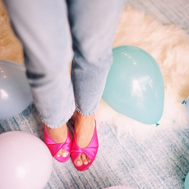 Slip into your party shoes! 🥳  Photo: @kristinlavoiephoto  #partyplannerchicago #wrapitupparties