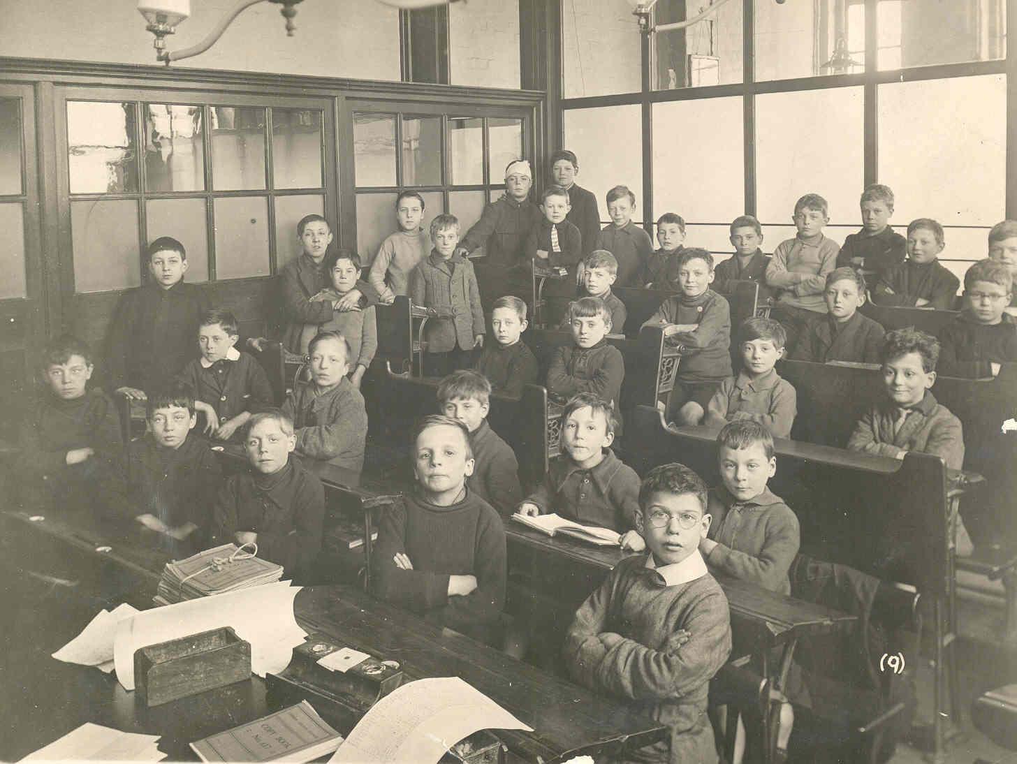 Children at school c 1915.  ©    Victoria and Albert Museum, London
