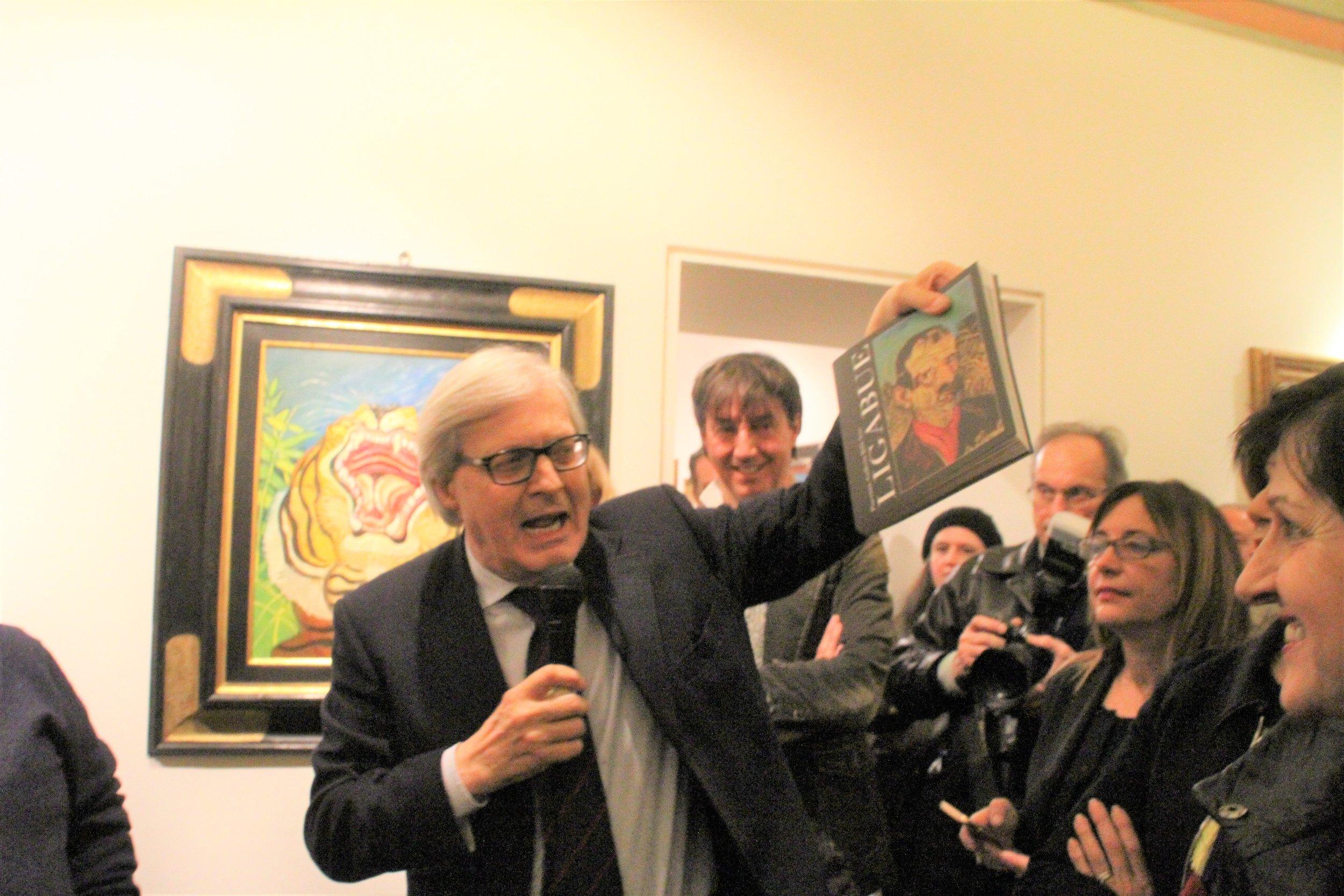 Il Prof. Vittorio Sgarbi è intervenuto all'inaugurazione della mostra