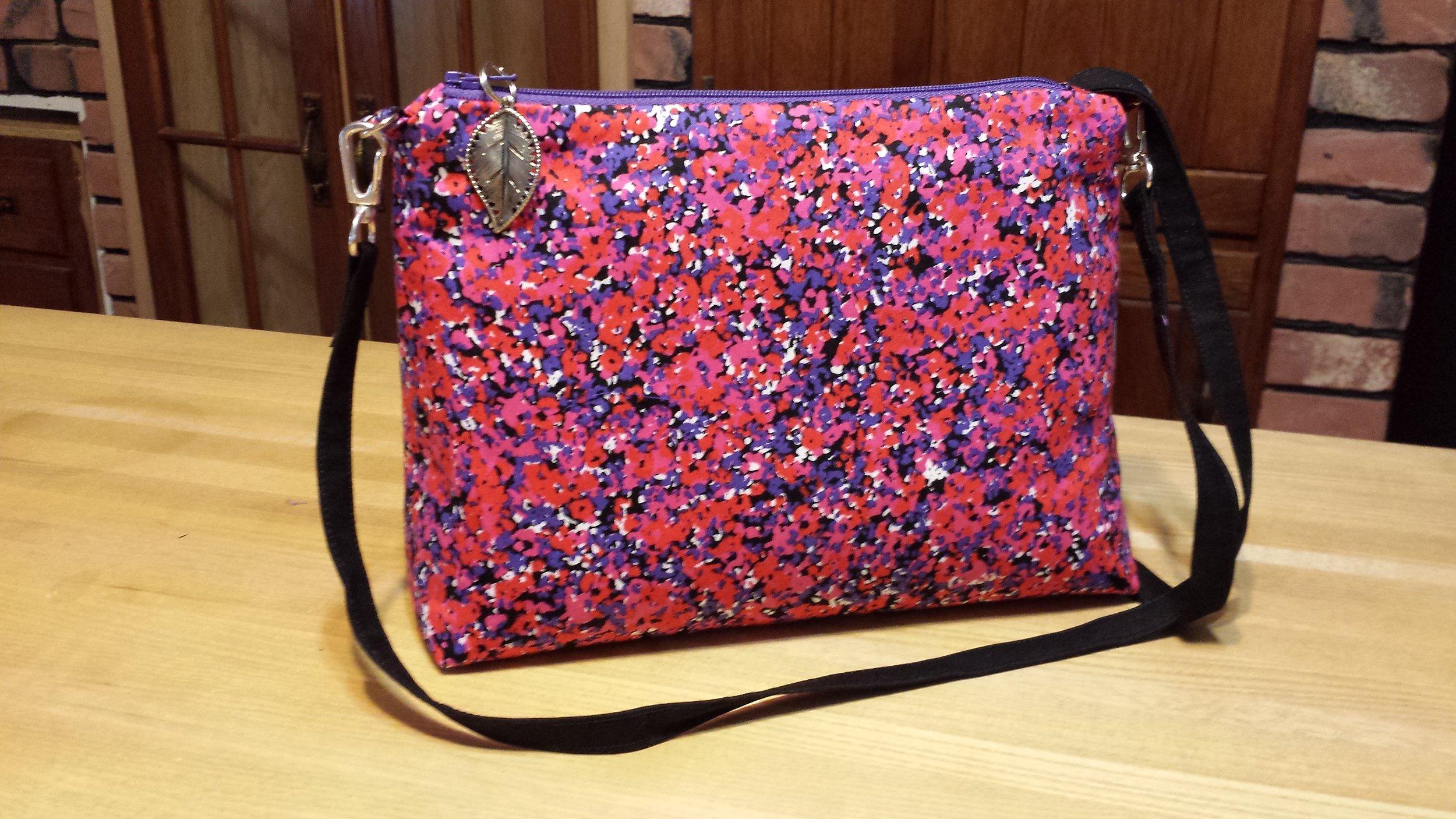Charming Convertible handbag in cotton poplin.