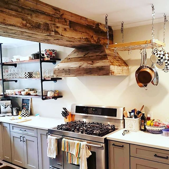 Finished up this rustic, reclaimed wood beam and range hood and everything came together beautifully! #oldpeg #oldpegfurnitureservices #bespoke #custombuilt #woodworking #compoundmiter #reclaimedwoodfurniture #reclaimedwood #kitchendesign #bespokewoodwork #syracuseny #cnyfuniturerepair #carpentry #syracusecarpentry #syracusesmallbusiness #syracusekitchen