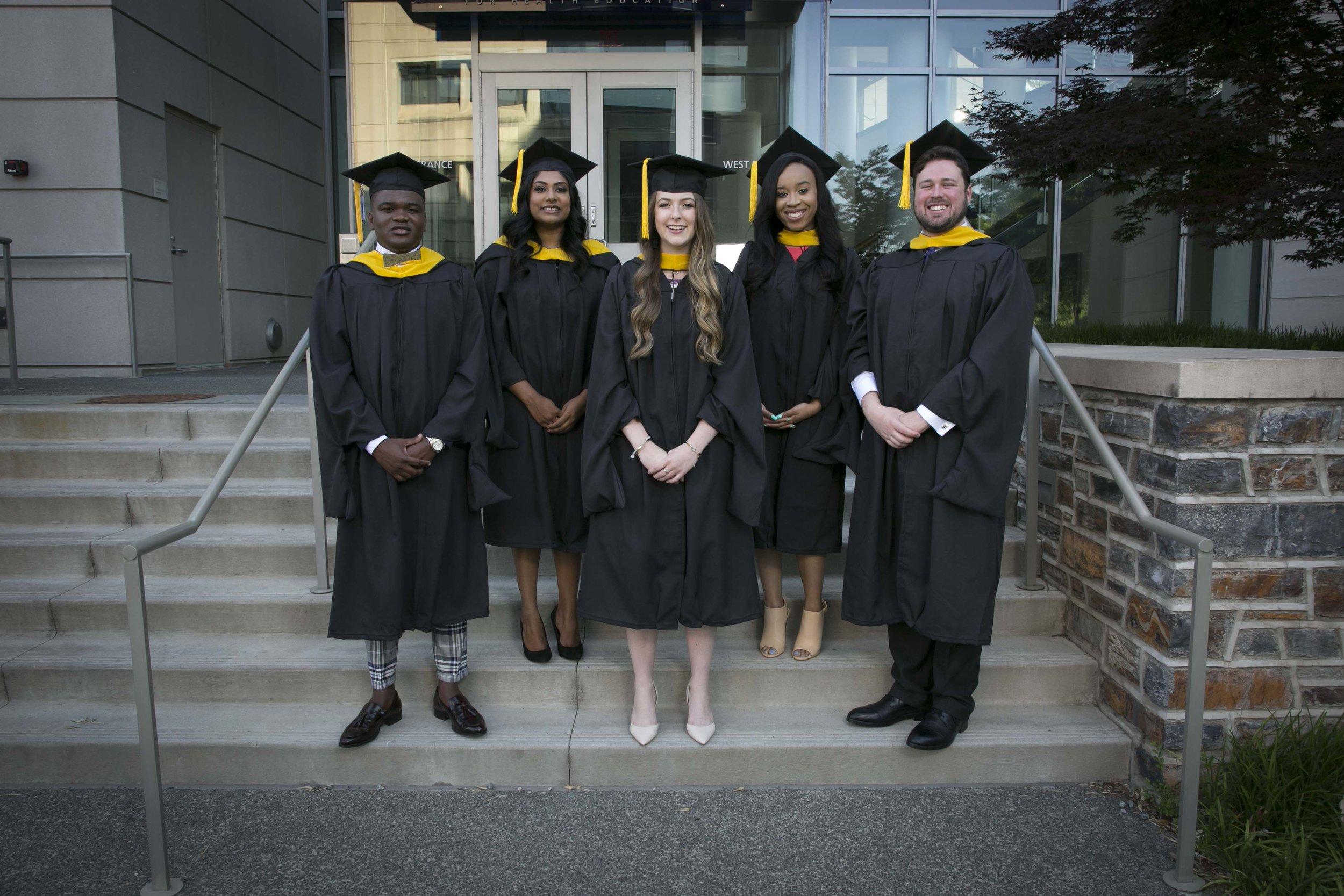 051218_mbs_graduation019.JPG