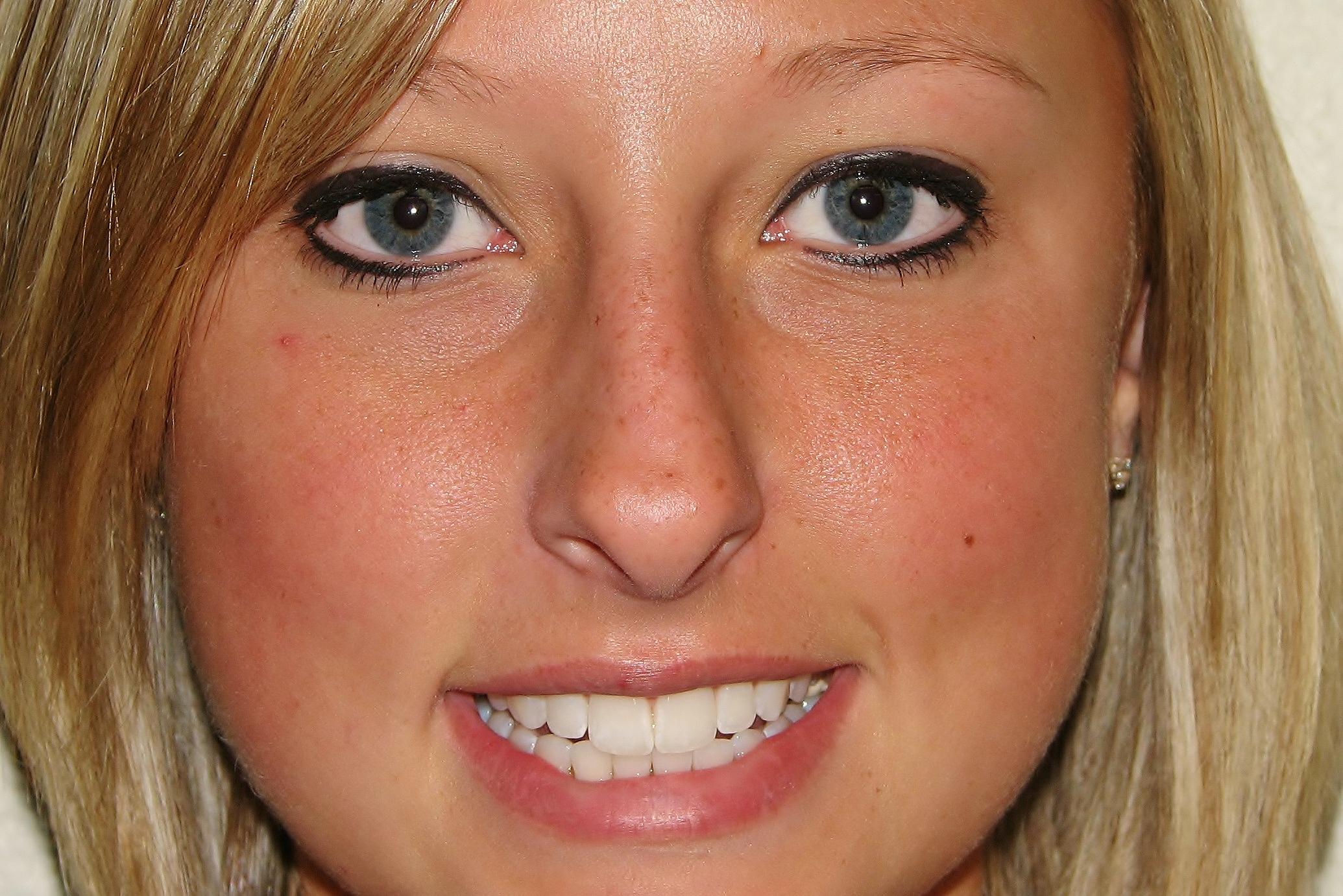 makeup pics 6-20-07 095a.jpg