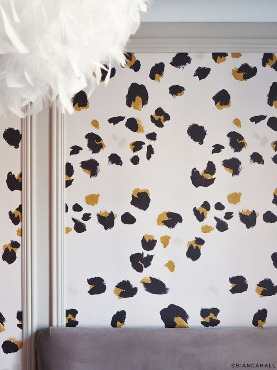 4. If you are like me and love a bit of leopard print then this wallpaper from  Dropitmod  is for you!