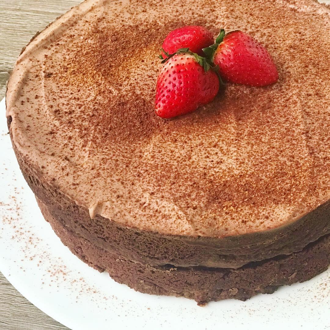 Vanilla Cake - www.JoyfulGoodness.com - #JoyfulGoodness #beJoyful #vegan #paleo #cake #grainfree #glutenfree #sugarfree #dessert #protein