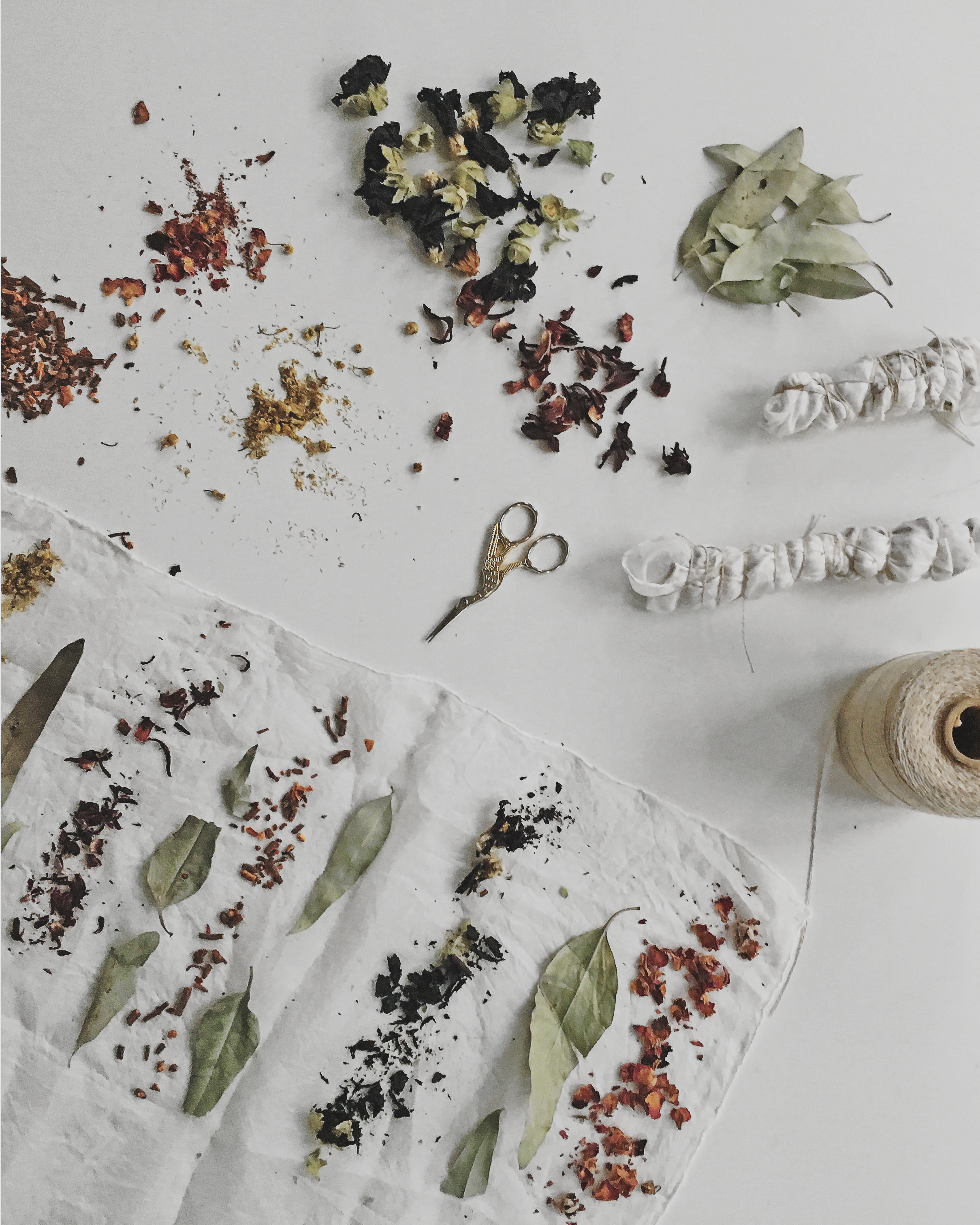 Bundle Dyeing - how to dye fabric with plants